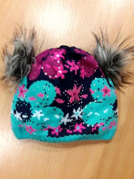 Детская зимняя шапочка с помпонами для девочки